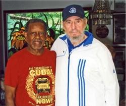 Lucius Walker (links), Mitbegründer und Vorsitzender der Pastors for Peace, besuchte Fidel Castro.